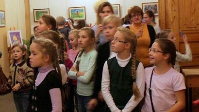 Юные посетители могут увидеть фотографии, иллюстрирующие жизнь их сверстников в Северной и Южной Осетии
