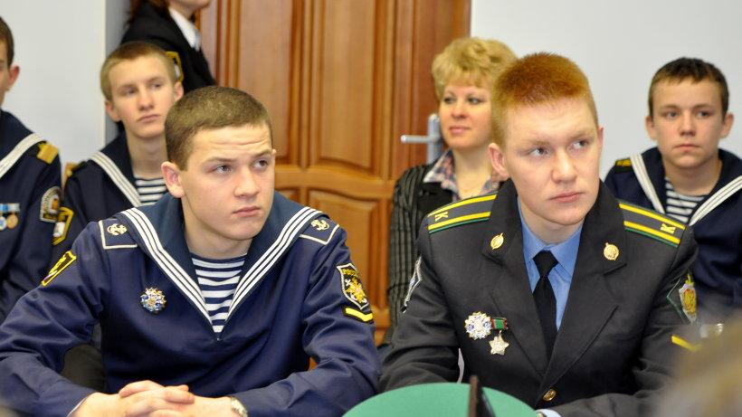 18 из 37 выпускников морского кадетского корпуса  стали студентами военных вузов России