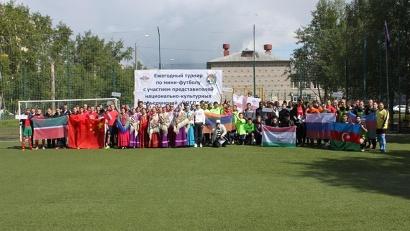 В турнире приняли участие десять команд
