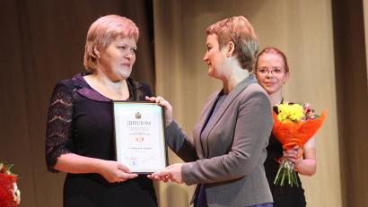 Дипломы  - лучшим приёмным родителям Архангельской области