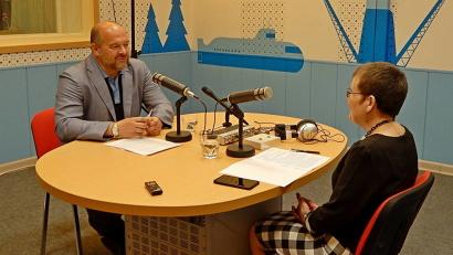 В новой радиостудии Игорь Орлов ответил на вопросы ведущей программы «Почтенный возраст» Тамары Первышиной