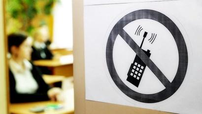 Напоминаем: на экзаменах запрещено пользоваться любыми гаджетами и всевозможными шпаргалками!