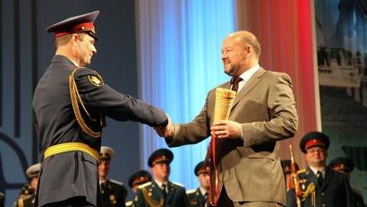 Игорь Орлов вручил памятные подарки дирижёрам духовых оркестров
