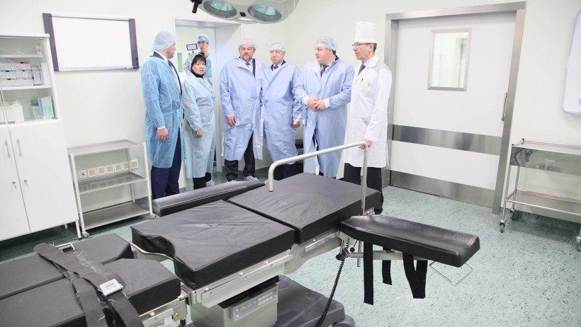 Александру Беглову показали современное оборудование оперблока