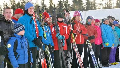 Около 150 воспитанников коррекционных школ и специализированных школ-интернатов участвуют в гонках на лыжах и снегоступах