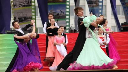 Свои подарки горожанам приготовили десятки творческих коллективов Архангельска
