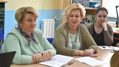 Экспертами на круглом столе выступили руководитель регионального агентства ЗАГС Ирина Андреечева и заместитель руководителя агентства Анна Латышова