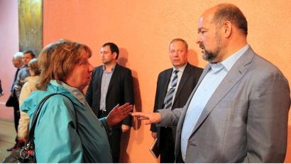 После встречи Игорь Орлов лично ответил на все вопросы жителей Няндомы