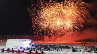 Праздничный фейерверк в честь открытия соревнований