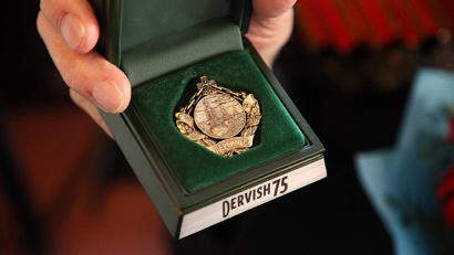 Знак «Дервиш-75» учреждён оргкомитетом по подготовке и проведению торжеств, посвящённых юбилею прихода первого союзного конвоя в Архангельск