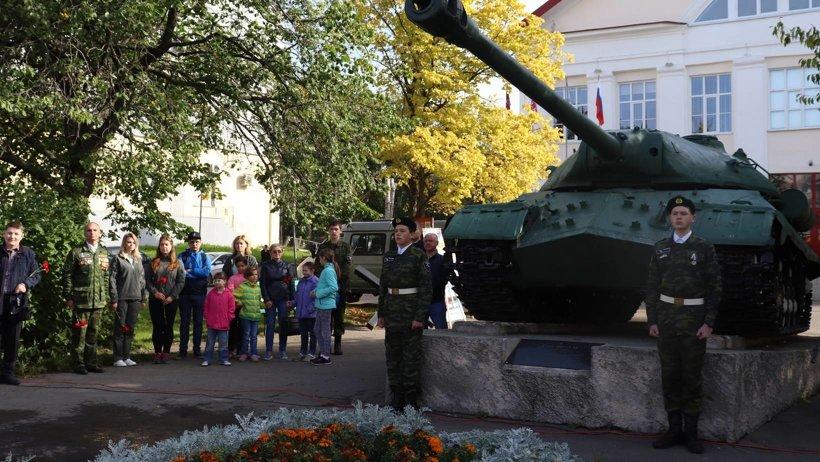 В Архангельске торжественное мероприятие состоялось у регионального центра патриотического воспитания возле легендарного танка ИС-3М