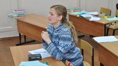 На протяжении последних четырёх лет Елена Кизякова приезжает на съёмки в детские дома Поморья. Фото пресс-службы министерства образования и науки Архангельской области