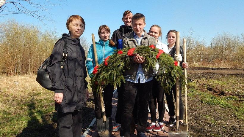 Школьники возложили венок в память о великом подвиге земляков