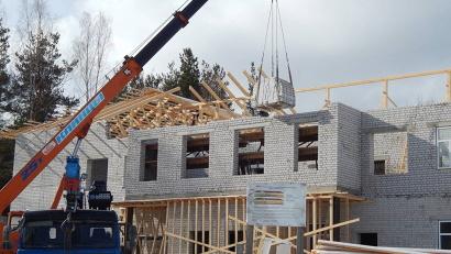 Строительство новой школы в посёлке Сурдома. Фото газеты «Вельские вести»