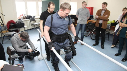 Сергей Рубинштейн впервые встал на ноги после травмы позвоночника