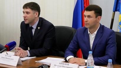руководитель регионального УФАС Денис Бугаев и бизнес-уполномоченный Николай Евменов
