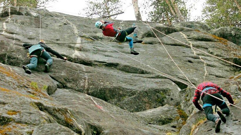 Состязания на онежских скалах возле станции Куша проводятся с конца семидесятых годов прошлого столетия