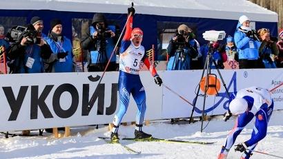 После победного финиша Андрей Парфёнов буквально плясал на лыжах от восторга