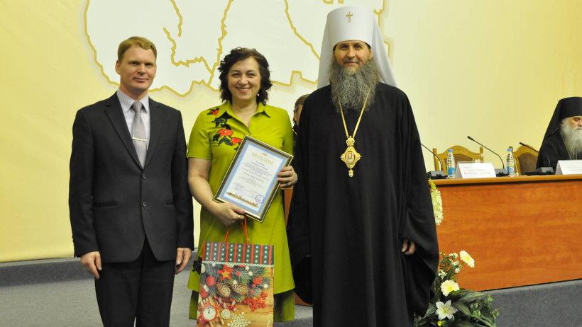 Первое место на региональном конкурсе «За нравственный подвиг учителя» заняла директор Белослудской школы Любовь Хабарова