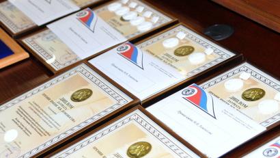 Четыре Ломоносовские премии вручаются от правительства региона. Ещё две награды учреждены администрацией областного центра