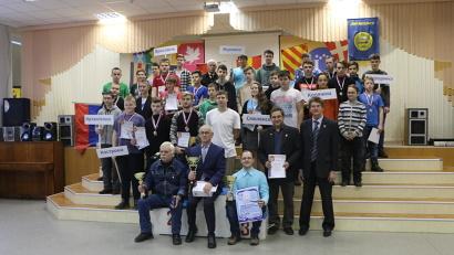 В соревнованиях приняли участие команды из 10 регионов России