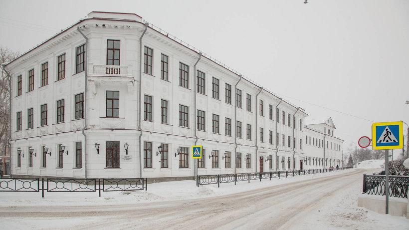 Ломоносовская гимназия представляет собой комплекс памятников архитектуры