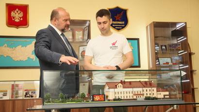 Игорь Орлов и Евгений Корнюх обсудили планы благоустройства территории центра «Патриот»