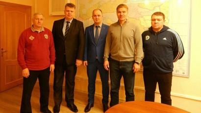 Андрей Багрецов поблагодарил Сергея Лихачева за вклад в развитие архангельского хоккея с мячом