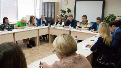 В дискуссии приняли участие педагоги школ Поморья, эксперты областного института открытого образования и представители региональной власти