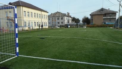 Футбольное поле с искусственным покрытием появилось возле Соловецкой школы