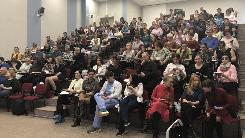 На научно-практическую конференцию приехали врачи со всего региона