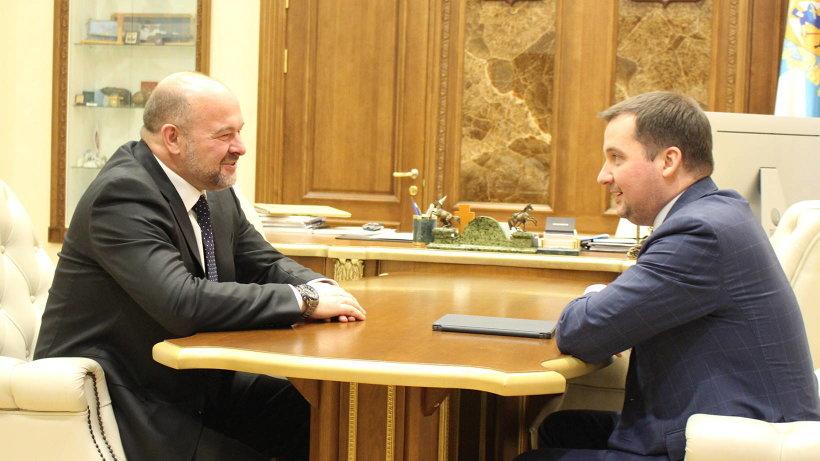 Одним из ключевых вопросов стало обсуждение возможности создания в Архангельской области научно-образовательного центра мирового уровня