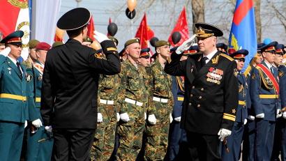 Парад принимал командир Беломорской военно-морской базы контр-адмирал Владимир Воробьёв