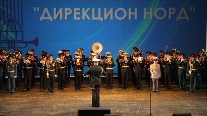 Сводный оркестр фестиваля поздравил зрителей с Днём ВМФ и 75-летнием «Дервиша»