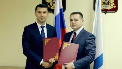 Бизнес-омбудсмен Николай Евменов и и.о. директора ГАУ АО МФЦ Дмитрий Баландин