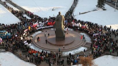 Более тысячи горожан пришли на митинг, посвящённый годовщине вхождения Крыма в состав Российской Федерации