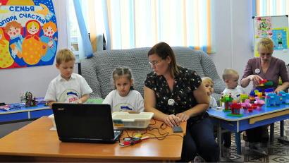 В Новодвинске занятия в Детском Арктическом технопарке проводятся не только для школьников, но и для совсем юных юных жителей города бумажников
