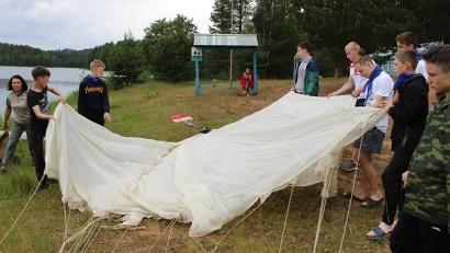 Один из мастер-классов смены: парашютно-десантная подготовка