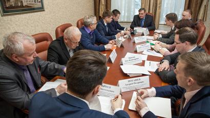 В совещании приняли участие представители профильных ведомств, органов местного самоуправления и руководство собственника завода АО «Евроцемент групп»