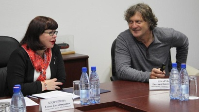 Елена кудряшова и Евгений Шкаруба обсудили возможность возведения судоверфи на территории университета. Фото: пресс-служба САФУ
