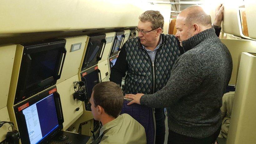 На борту Ил-114 установлены радиолокационные и оптико-электронные системы мониторинга, а также магнитометрическое оборудование