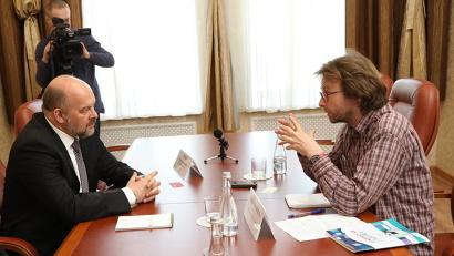 Корреспондента французской газеты Les Echos интересовали вопросы развития арктических территорий/Фото: П. Кононов