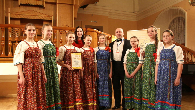 Высшую награду – Лауреат конкурса – в номинациях «Академическое пение» и «Народное пение» получили четыре солиста и три ансамбля
