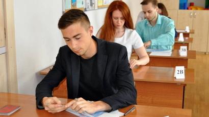 Экзаменационная работа по базовой математике состоит из 20 заданий и продолжается три часа