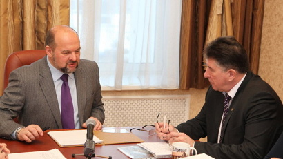 Губернатор Игорь Орлов и глава Коношского района Олег Реутов обсудили планы строительства социальных объектов
