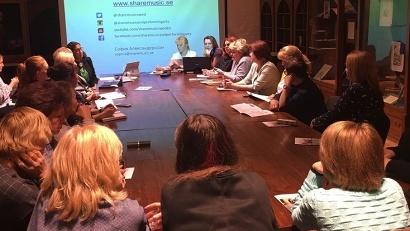 На встрече обсуждались практики, позволяющие вовлекать в творчество людей с ограниченными возможностями здоровья