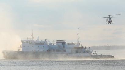 При пожаре на судне первыми на помощь прибывают вертолёты