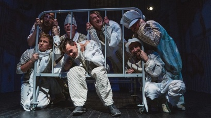 Сцена из спектакля «Вальпургиева ночь». Фото с сайта Архангельского молодёжного театра