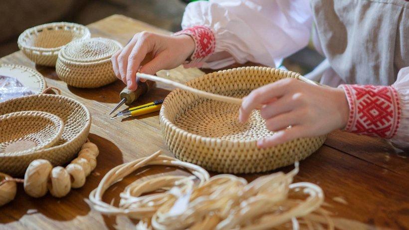 Плетение из соснового корня. Фото предоставлено пресс-службой музея «Малые Корелы»