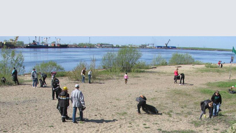 Ежегодно в рамках акции жители Архангельска наводят чистоту на берегах Северной Двины